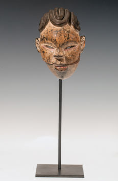 Mask of the Ogoni people. Nigeria. 20th century