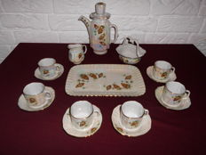 Remarkable mocha/espresso set, decorated with pine cones, in a mother-of-pearl appearance