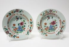 A pair of porcelain 'Famille Rose' dishes - China - 18th century