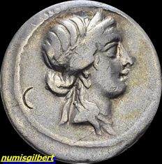 Roman Republic - Julius Caesar - AR Denarius, 47-46 BC, mint moving in the North of Africa - Crawford 458/1