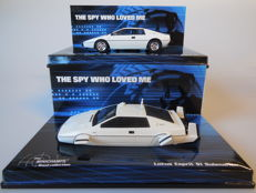 James Bond - Minichamps - Scale 1/43 - 2 models version Lotus Esprit S1 from the Bond movie 'The Spy Who Loved Me'