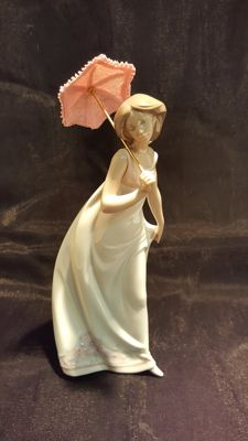 "Lladrò figurine ""Afternoon promenade"" after retirement"