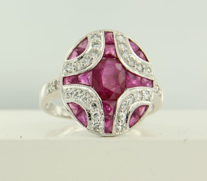 14 kt white gold ring set with a ruby and 28 single cut diamonds, approx. 2.54 ct in total, ring size 17.25 (54)