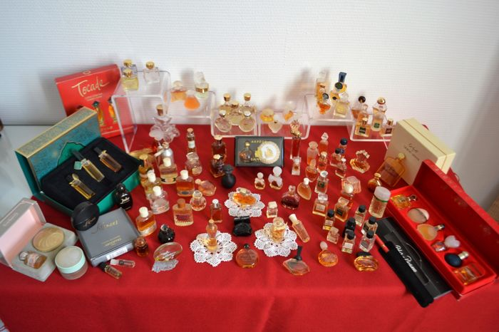 110 bottles from the large French perfumeries: 7 boxes, 6 Laliques, 12 Guerlain, 9 Dior, Givenchy, 9 Chanel, 9 Nina Ricci etc