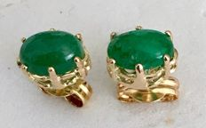 Earrings in 18 kt/750 yellow gold with cabochon cut Emeralds of 1.18 ct - Earring length 15 mm - Weight 1.08 g