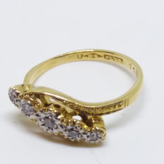 A Vintage Old Cut Diamonds Set in 18K Gold and Platinum 0.10ct Ring.