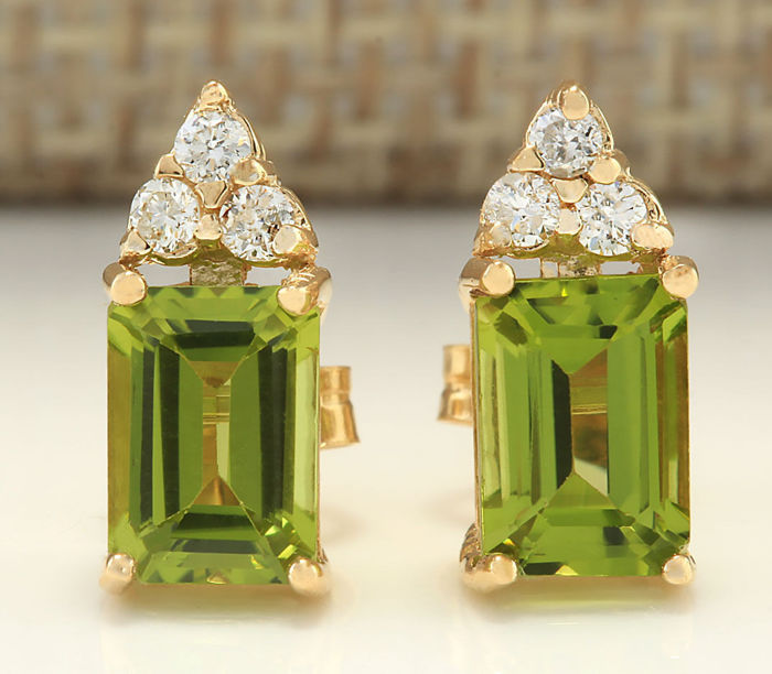 2.65 Carat Peridot And Diamond Earrings 14K Solid Yellow Gold - Face Measures: 11.97x4.90mm *** Free Shipping *** No reserve ***