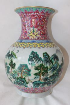 Porcelain famille verte vase - China - early 20th century
