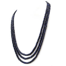 Sapphire necklace with 18 kt (750/1000) gold, length 50cm.