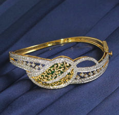IGI certified Very Exclusive Yellow Gold Diamond Bracelet with 2.74 ct. Diamonds  - Diameter Inner : 2.20 inches or 55 mm