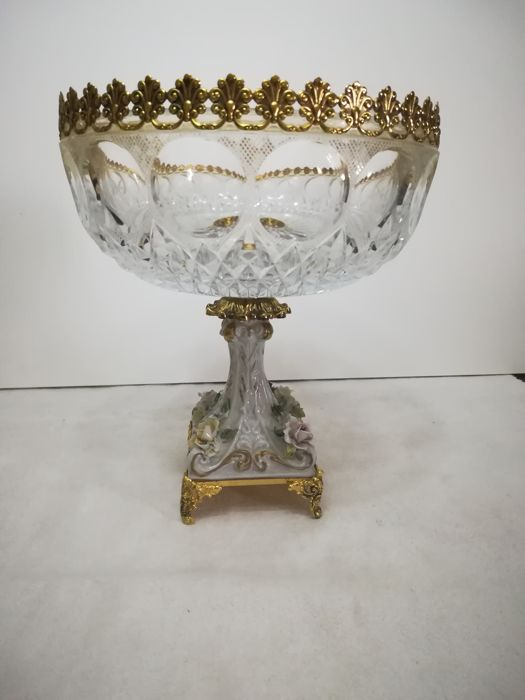 Large centrepiece in Crystal, Ceramic and Gold plated 24%