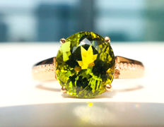 18kt gold ring with  Green Tourmaline 2.6ct. .and diamonds 0.08ct. - No Reserve Price