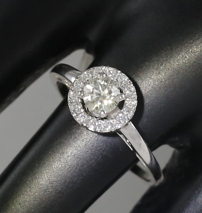 14 K White Gold Solitaire Diamond Ring  0.51 ct. - H-I - SI – Top Width 9 mm - 2.22 g - Ring Size 50/16