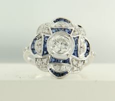 14 kt white gold ring set with sapphire and 25 brilliant cut diamonds of approx. 1.59 ct in total, ring size 17.25 (54)