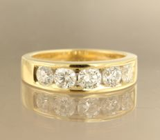 18 kt yellow gold ring set with 5 diamonds, approx. 2.00 ct in total - size: 61