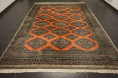 Beautiful oriental carpet Buchara Jomut with silky shine, made in Pakistan 250 x 340 cm
