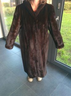 Mink fur coat in excellent condition with golden embroidery on the inside