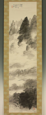 "Hand painted hanging scroll by Hida Shuzan 飛田周山 (1877-1945) - ""Cloudy Mountains Landscape"" - Japan - ca. 1930s"