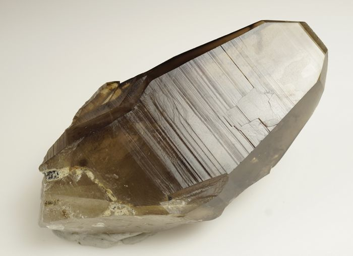 unusual Smoky Quartz with fantastic shape and inclusions - 10,0 x 5,0 x 3,2 cm - 174 gr