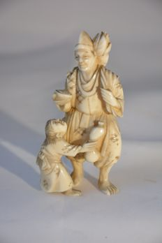 "Ivory okimono ""Man with child"" - Japan - 19th century"