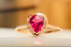 **No Reserve Price** 18kt gold ring with Rose Tourmaline 0.5ct. .and diamonds 0.03ct.