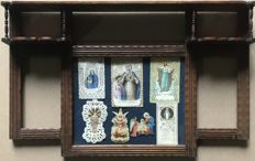 7 antique holy cards on a wooden showcase - Italy / France - 19th century