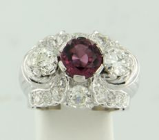 18 kt white gold ring set with a central pink tourmaline of approx. 2.00 ct in total and various Bolshevik cut diamonds of approx. 3.50 ct in total