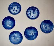 Lot of 6 Royal Copenhagen Christmas plates, music box, Christmas ornaments Delft Blue Porcelain & other Christmas trinkets