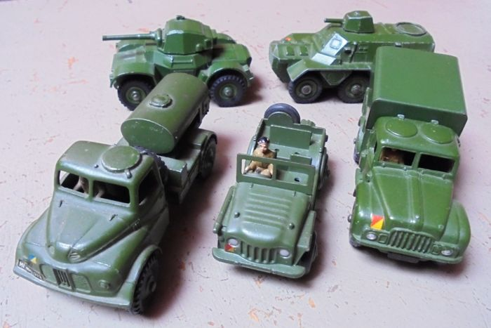 Military Car Lot >> Dinky Toys Scale 1 48 Lot With 5 Military Vehicles Nos 670