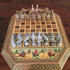 Persian chess set - Metal - Hand-made - Wooden board with Persian painted scenes