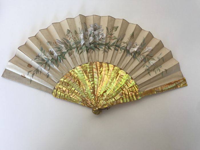 Fan with mount in Mother of pearl, leaf in canvas, signed - 19th France