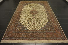 Beautiful hand-knotted oriental carpet Qom with medallion -200X300 cm- -Made in India-
