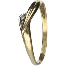 18 kt Yellow gold ring set with Diamond.