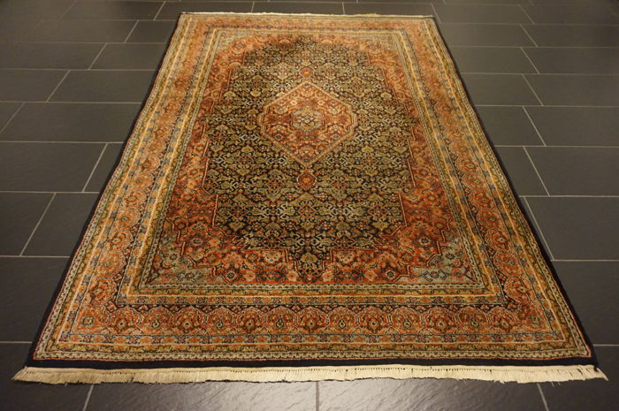 Luxurious handwoven oriental carpet, Indo Bidjar Herati with medallion, 166 x 232 cm, made in India