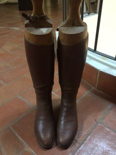 Riding leather boots, brown, with wood mould to keep the leather with no streaks. Just for decoration