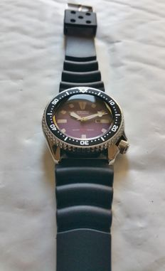"Seiko 4205-0150 ""Purple"" vintage divers' watch from 09-1990"