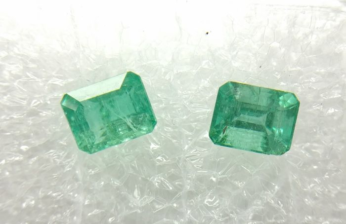 Couple of 2 Emerald Vivid Green 1.09 ct Extra fine color quality   -No Reserve