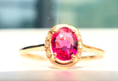 18kt gold ring with Rose Tourmaline 0.6ct. .and diamonds 0.03ct.
