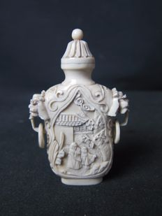Carved ivory Cantonese snuff bottle –  China (Canton) – Circa 1900