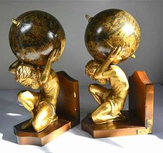 Set of Bookends, Kneeling Atlas with Globe, 20th century - Brass, Wood, Paper