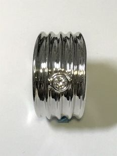 18 kt white gold wavy band ring set with a brilliant cut diamonds - size 17.5