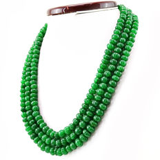 Emerald necklace with 18 kt (750/1000) gold clasp, length 50cm