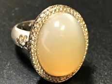 Cabochon moonstone appliqué ring, 18 kt items of jewellery appliqué ring - size 17.5