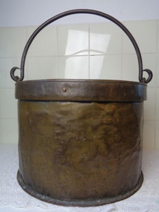 Huge copper cauldron - Origin unknown - 19th century