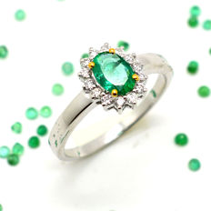 18 kt gold ring with emerald and brilliant cut diamonds totalling 0.81 ct - No reserve price