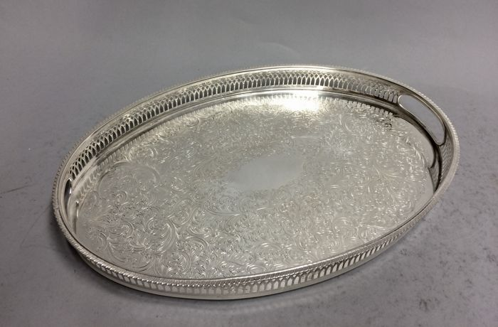 Silver plated oval serving tray with floral decoration and raised edge, so-called gallery, England, ca 1930