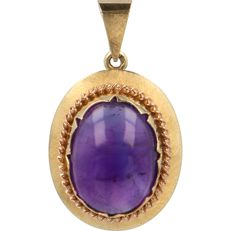 14 kt - Yellow gold pendant set with an oval cabochon cut amethyst - Length x Width: 35 mm x 20 mm