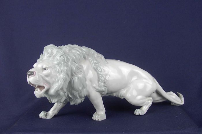 Lion Ready To Pounce Ca 30 Cm E A Müller Porcelain Catawiki