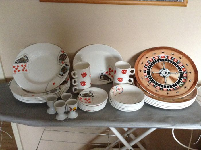 Dudson, Holland Casino Crockery, Roulette and card game. - Catawiki