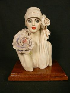 Vittorio Tessaro, Capodimonte - Sculpture of a bust of a lady in Art Deco style